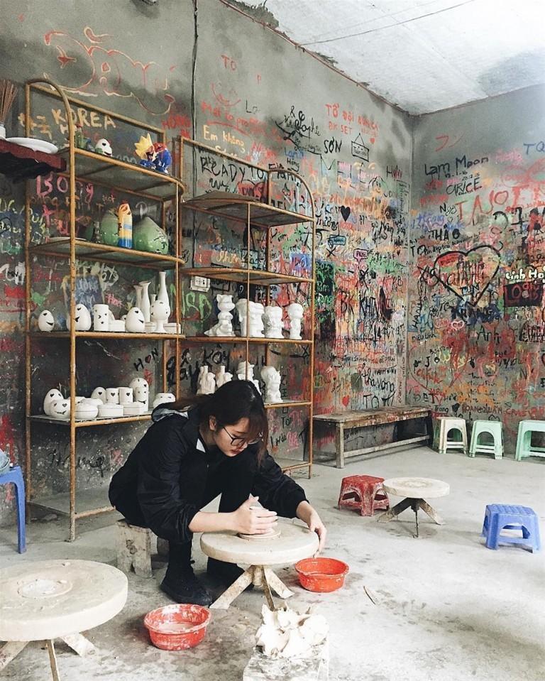 Đến Bát Tràng còn là để hóa thân thành những thợ gốm thực thụ