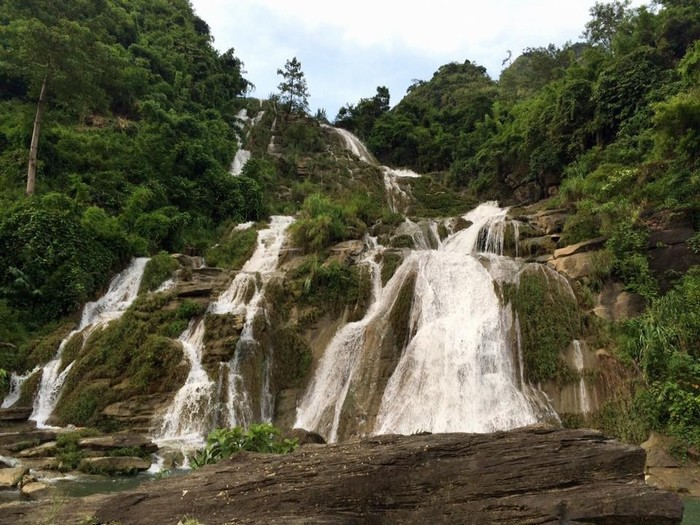 Thạch Lam cuồn cuồn nước đổ