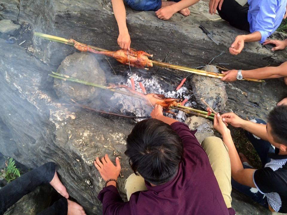 Cùng nhau nhóm lửa nướng gà