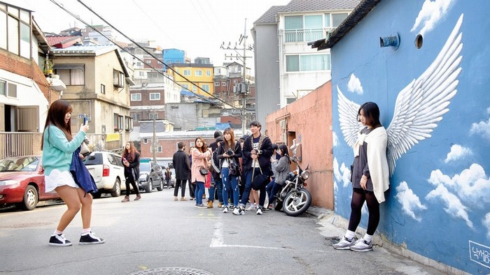 Ihwa là một ngôi làng nằm cách khu phố Daehakno sôi động của quận Jongno, cách Seoul khoảng 10 phút đi bộ.