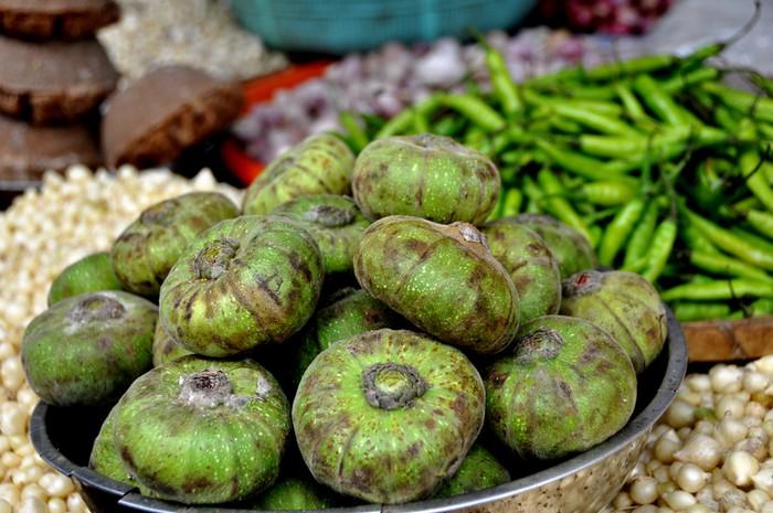 Trái vả được đưa vào từ Huế. Ớt xanh đến từ Quảng Nam.
