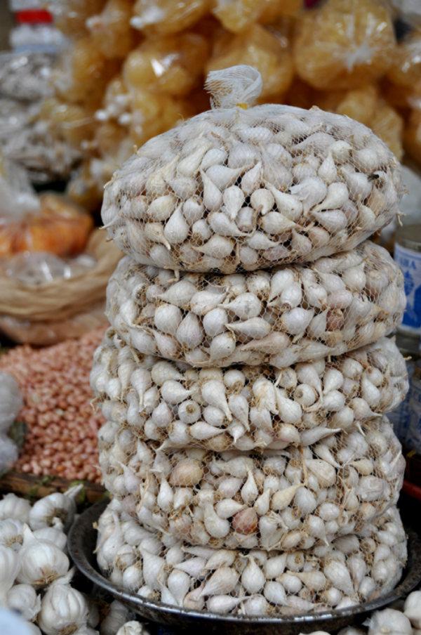 Tỏi cô đơn đặc sản đến từ Lý Sơn luôn có mặt tại chợ vào các mùa trong năm.