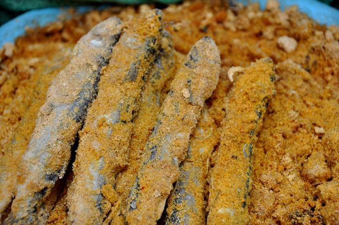 Với mắm cá chuồn trộn thính, chỉ cần bắc nồi cơm là có thể dùng ngay.