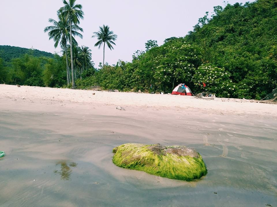 Cắm trại trên bờ biển làng Vân