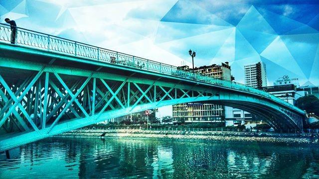 Cầu Mống còn có một tên gọi thân thương là Cây Cầu Màu Xanh