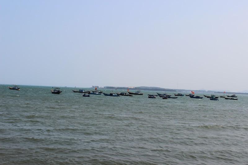 Theo thuyền ngư dân Tam Hải ra khơi xa đánh bắt