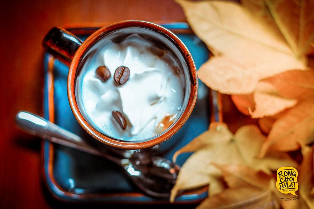 Tách cà phê nguyên chất pha kem lạ vị ở Zen Garden Coffee
