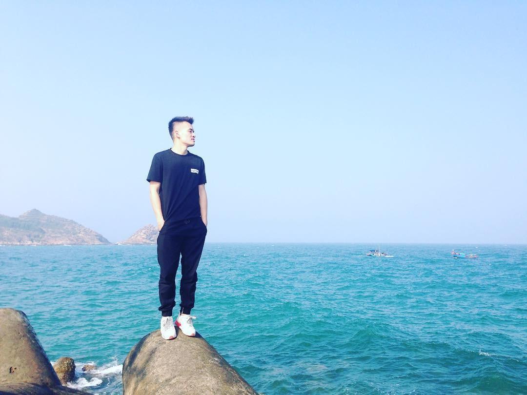 Một góc ảnh rất lạ trên cầu cảng Tam Quan