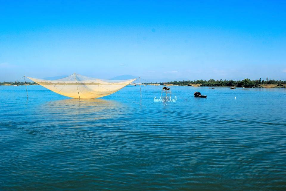 Sông Hoài hiền lành ôm ấp Hội An