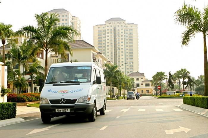 Xe du lịch là phương tiện thân thuộc với những ai ưa dịch chuyển