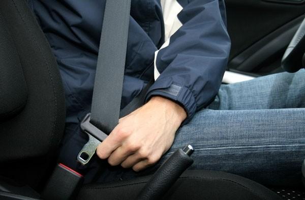Luôn thắt dây an toàn, ngay cả khi bạn ngồi xe du lịch
