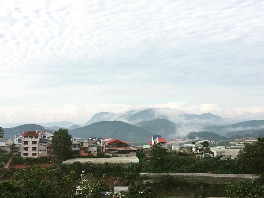 Hướng về núi Voi mây mờ