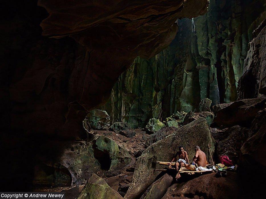 Người Ida''''an làm nghề thu lượm tổ yến từ các động núi Madai ở bang Sabah, phía đông Malaysia, hàng thế kỷ qua.