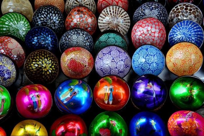 Quà lưa niệm nhiều màu sắc của làng gốm Thanh Hà