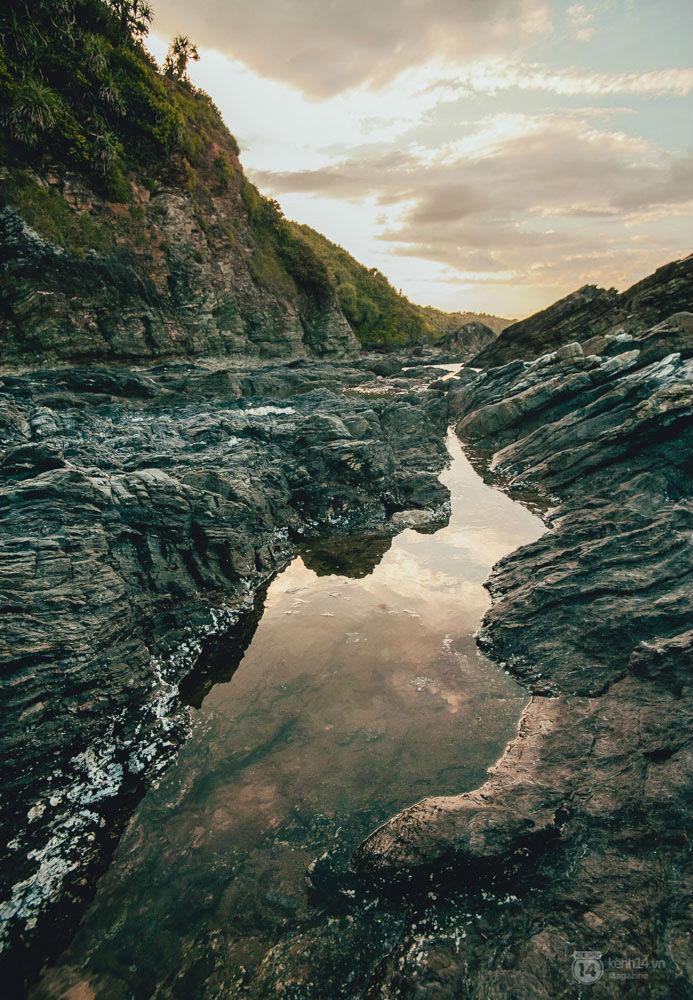 Ghềnh đá trải dài tít tắp ở Mõm Bàn Than.