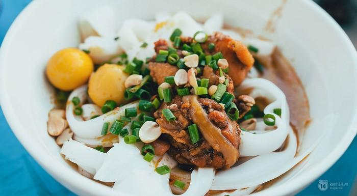 Ghé thăm Quảng Nam, nhất định bạn phải ăn thật nhiều mì Quảng. Đây là món ăn nổi tiếng nhất và cũng là đặc trưng nhất của vùng đất nắng gió này.