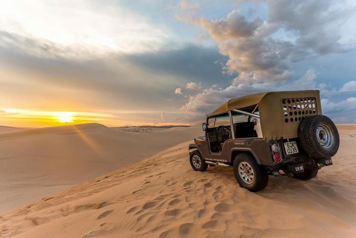 Thử một lần chạy xe địa hình trên đồi cát