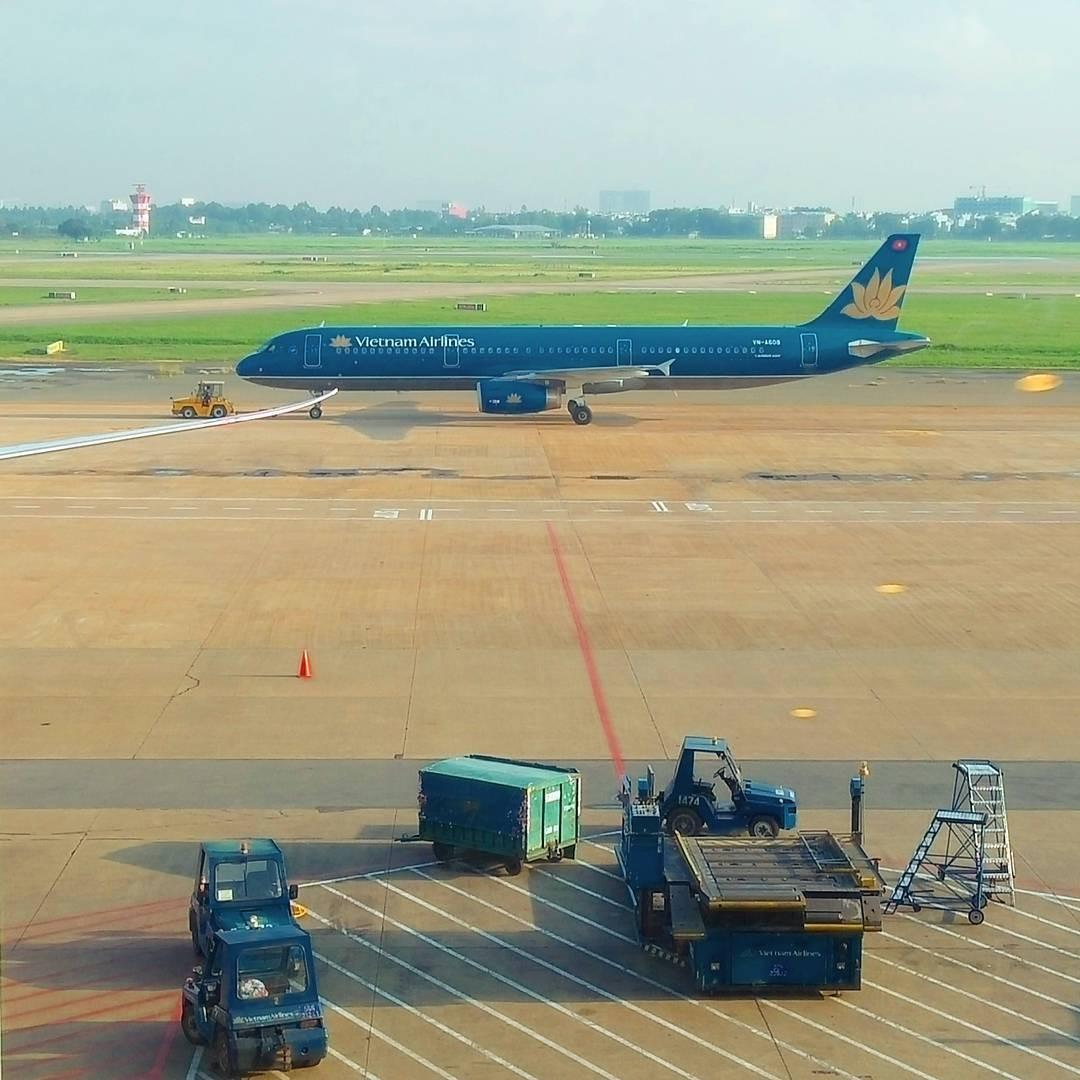 Đáp máy bay xuống Sài Gòn