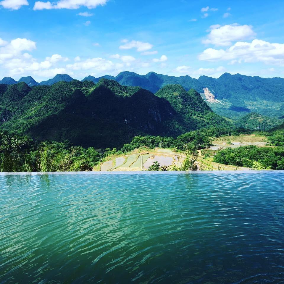 Hồ bơi view thung lũng