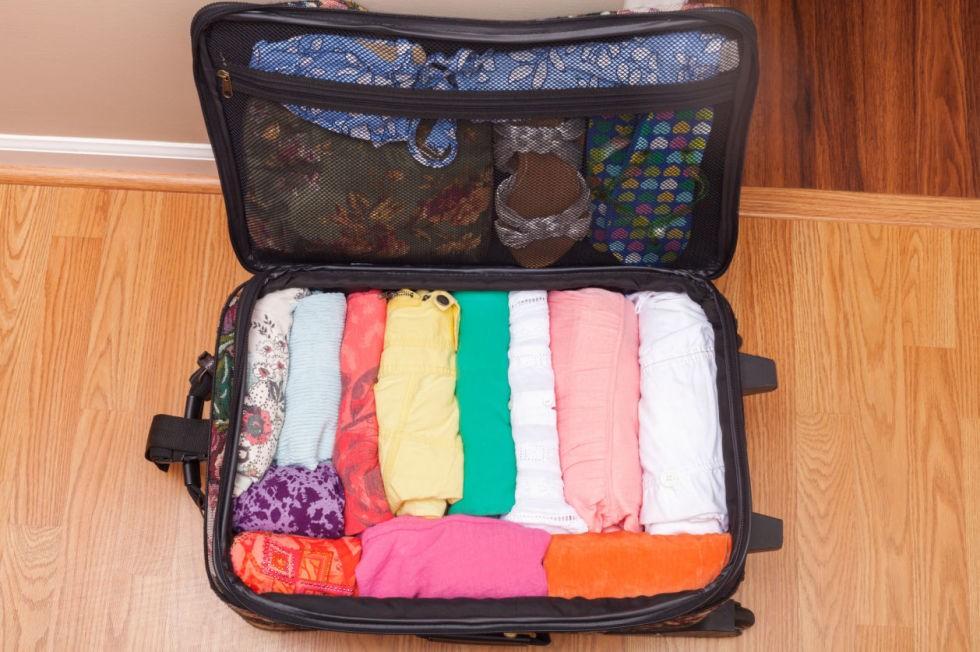 Xếp quần áo tiết kiệm diện tích và đỡ nhăn