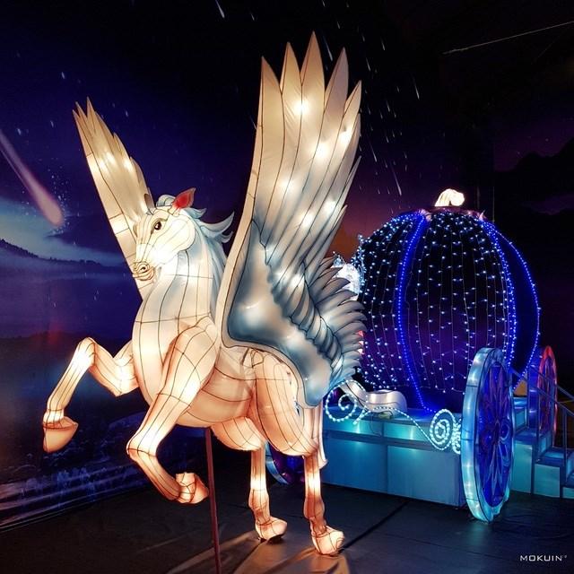 Còn đây là dành cho các nàng mê truyện cổ tích muốn trở thành Lọ Lem để gặp hoàng tử trong mộng trên chiếc xe ngựa bạch mã thần kì.