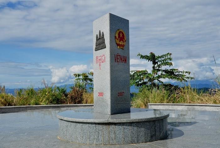 Cột mốc ngã ba Đông Dương
