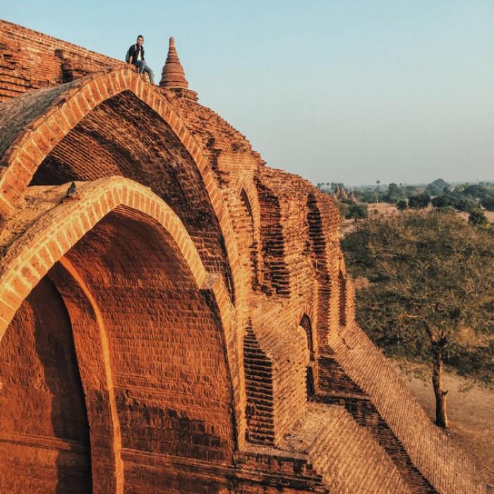 Một trong những trải nghiệm không thể bỏ qua là leo lên những ngôi chùa cổ