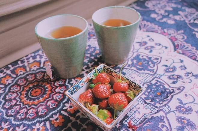 Bên ly trà thơm dăm ba câu chuyện