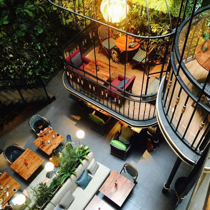 Café Terrace vừa có nét cổ điển ấm áp, lại vừa có nét sang trọng hiện đại và đậm chất nghệ thuật