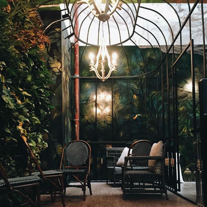 Góc nào ở Café Terrace cũng đều nhuộm vẻ cổ điển và lãng mạn, làm bao người không khỏi xốn xang