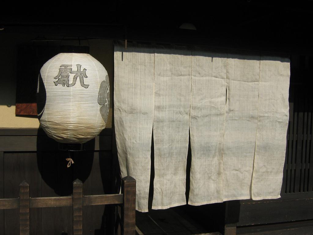 Những chiếc Noren đầu tiên được làm từ vải trắng trơn thô