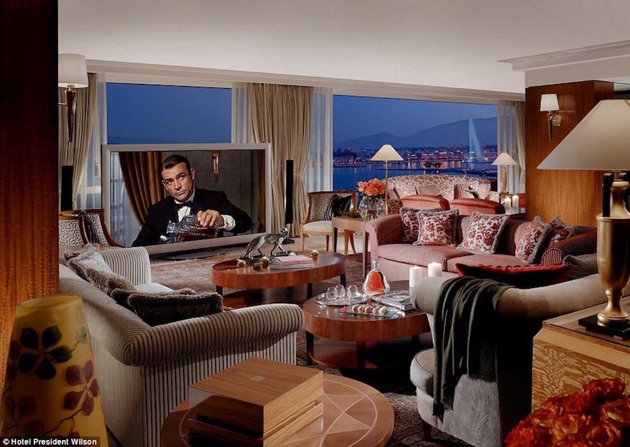 Khu này có 12 phòng ngủ, trải trên diện tích 1.600 mét vuông, đồ nội thất sang trọng, phòng tập gym, bồn tắm Jacuzzi và một cây đàn piano hiệu Steinway