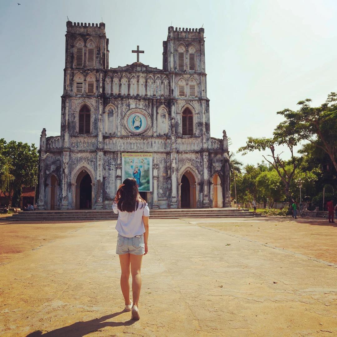 Nhà thờ Mằng Lăng cũng là điểm đến thú vị lắm đấy - Ảnh: @nhjsiubeo
