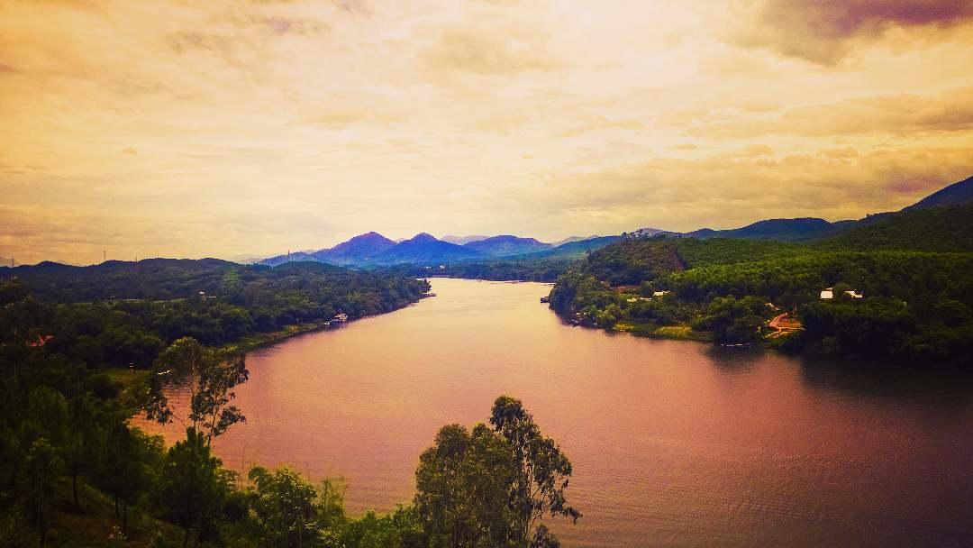 Sông Hương nước chảy - Ảnh: @khongai156