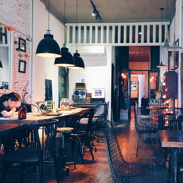 Không gian bên trong cổ điển của Saigon Chic