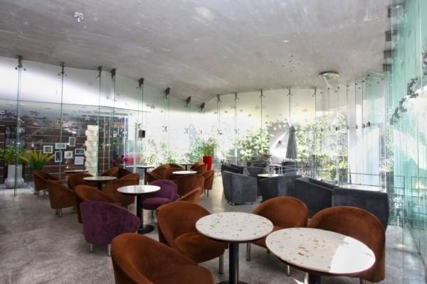Không gian tươi mát của S Cafe
