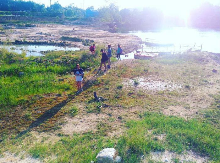 Khung cảnh của Hồ Đá Xanh thu hút các bạn trẻ