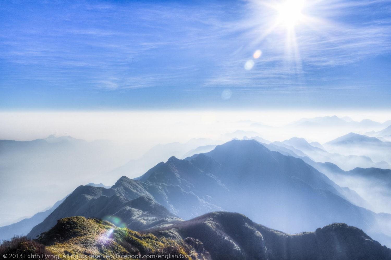 Một Fansipan tĩnh mịch với núi ngàn và mây mờ