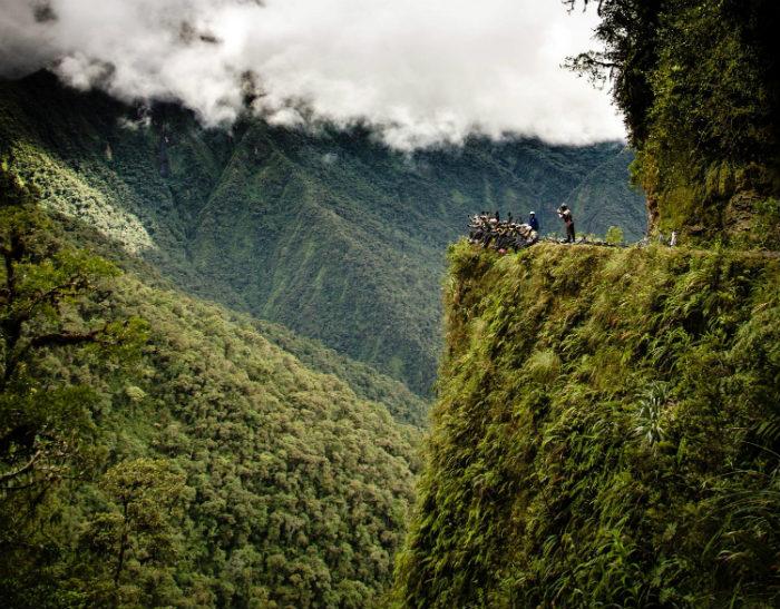 Hình ảnh các phượt thủ trên con đường Chết Chóc ở Bolivia không phải ai cũng có thể thử