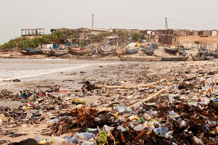 Thì nguy cơ môi trường bị ô nhiễm cũng tăng theo
