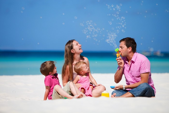 Du lịch gia đình là lúc tạo nên những kỉ niệm khó quên cho trẻ
