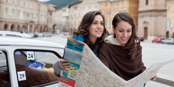 Du lịch cùng bạn bè đồng trang lứa sẽ cảm thấy thoải mái hơn
