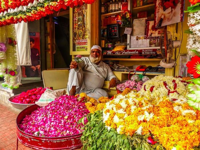 Đủ mọi loài hoa tề tựu ở khu chợ Phool Mandy