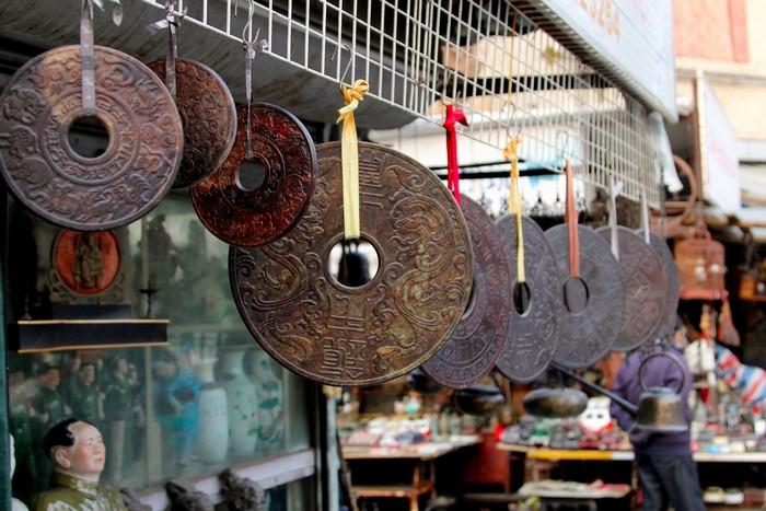 Các đồng xu cổ ở khu chợ Dong Tai