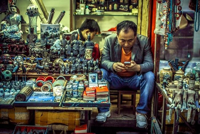 Một góc khu chợ đồ cổ Dong Tai đặc sắc