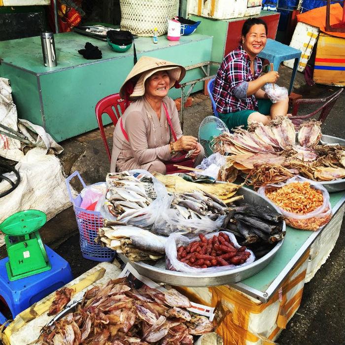 Chợ hải sản phong phú đa dạng
