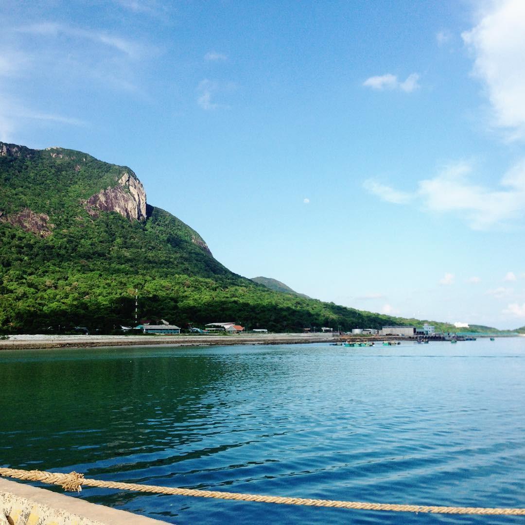 Biển trời bình yên đảo Côn Sơn ở bến tàu bến Đầm