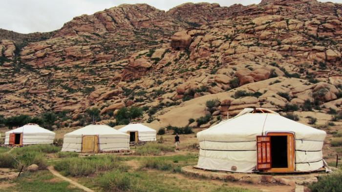 Rồi trải nghiệm những phút giây như dân du mục thời hiện đại trong những trại Mông Cổ đẹp như mơ