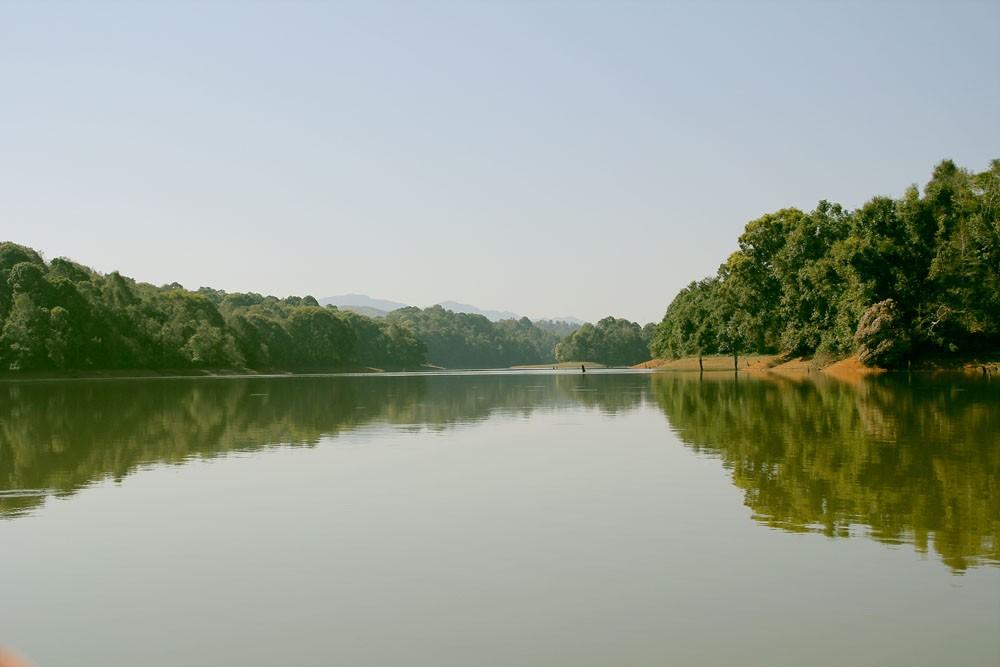 Vẻ đẹp hồ Pá Khoang