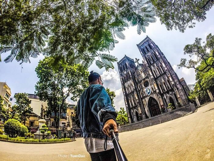 Nhà thờ lớn Hà Nội (tên chính thức: Nhà thờ chính tòa Thánh Giuse) - được hoàn thành vào năm 1886 - là nhà thờ chính tòa của Tổng giáo phận Hà Nội, nơi có ngai tòa của tổng Giám mục